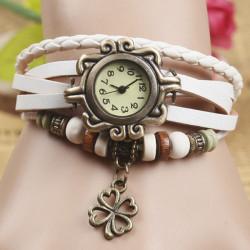 Montre bracelet blanche pendant trefle